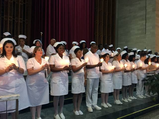 The graduates reciting the nurses pledge.
