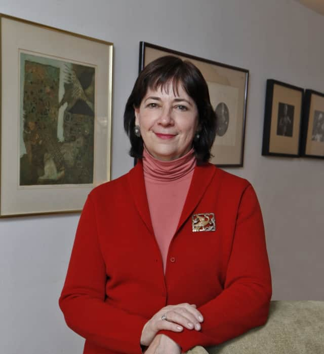 Leslee Asch will retire from her role as executive director of the Silvermine Arts Center in April.