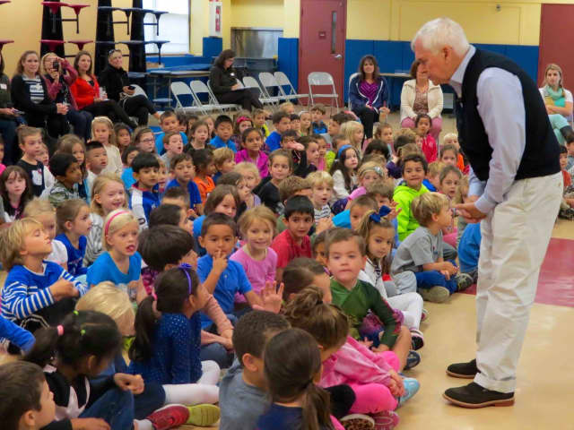 Briarcliff Manor's Todd Elementary School welcomed acclaimed children's book author Marc Brown, best known for his series about an aardvark named Arthur, as part of the PTA's annual author visits series.