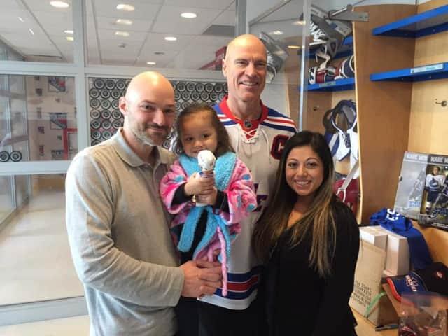 Mark Messier visited Hackensack University Medical Center.