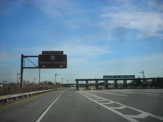 Meadowbrook State Parkway southbound at the toll-barrier for parking access to Jones Beach. Jan. 26, 2008.