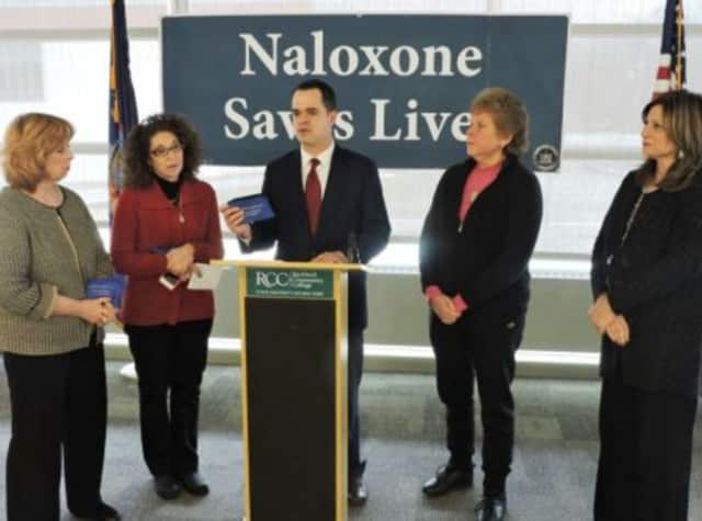 State Sen. David Carlucci has introduced legislation that would make Naloxone, a drug used to treat heroin overdoes, accessible at pharmacies.
