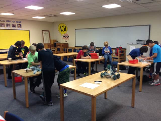 North Salem Middle School students are building and programming robots in the Robot/Coding Club
