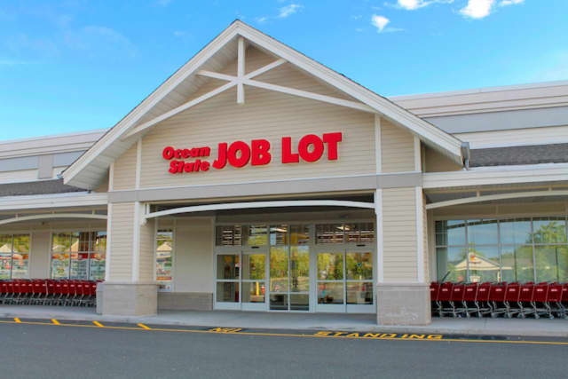Ocean State Job Lot, a retail chain with 146 discount stores in the Northeast, plans to open its sixth store in New Jersey this fall at a former Toys R Us lot in Freehold.
