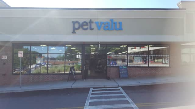The new Pet Valu in Briarcliff Manor.