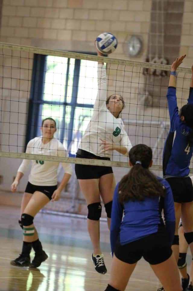 Students will play faculty volleyball game will raise money for the Eighth Grade on Friday.