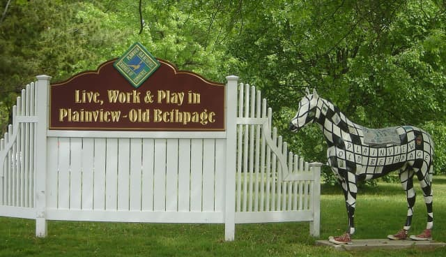Plainview and Old Bethpage sign