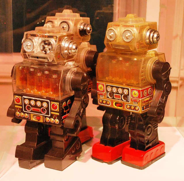 Learn to make robots at the Beekman library.