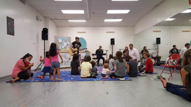 Songs for Seeds features 45-minute classes led by a three-piece live band of teacher/musicians who encourage kids to sing, play instruments and dance.