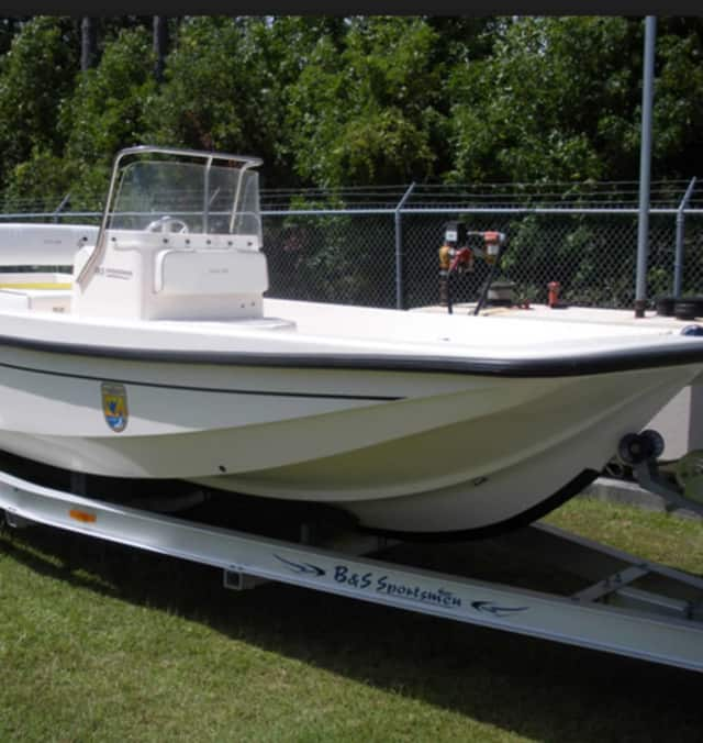 A 21-foot boat and its trailer - not the ones pictured - were stolen after a woman left them on a city street Wednesday after issues with its trailer, police said.