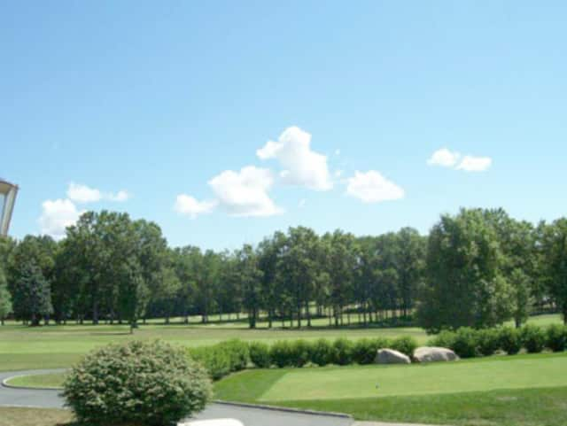 The Upper Saddle River Planning and Zoning Board approved an application to build homes near Apple Ridge Country Club.