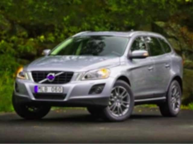 The driver of a silver Volvo XC60 followed a teenage girl and tried to make contact with her during her morning walk.
