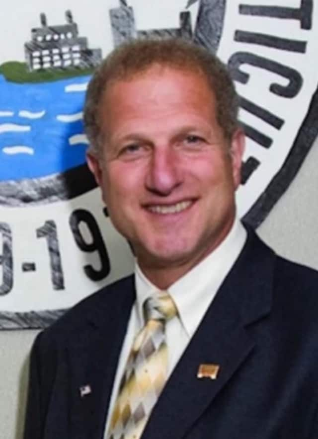 Shelton Mayor Mark Lauretti