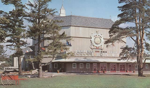 Renovation and redevelopment of the American Festival Shakespeare Theatre in Stratford is up in the air after talks were ended between the Town Council and Stratford Stage Group.