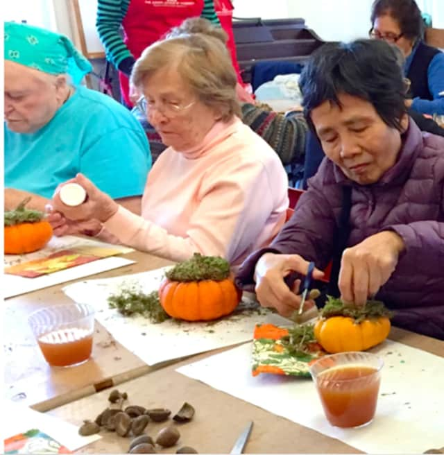 Greenwich Catholic School students volunteer to create autumn Décor with local seniors.