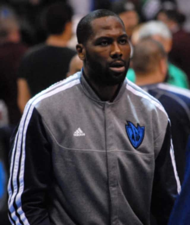 Elton Brand signed with the Philadelphia 76ers on Monday.