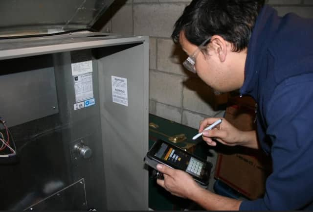 A Santa Energy worker conducts an energy assessment.