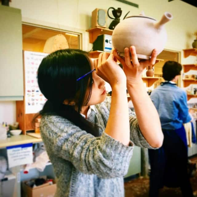 Cici Wang works in ceramics class.