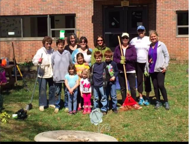 In honor of Earth Day, members of the Danbury Garden Club, Pembroke PTO and Regional YMCA of Western Connecticut joined forces to prepare the Pembroke School Courtyard for spring bloom.