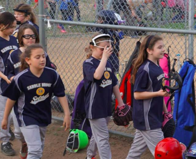 Saddle Brook softball players will get to watch a game between the Rockland Boulders and the Quebec Capitales