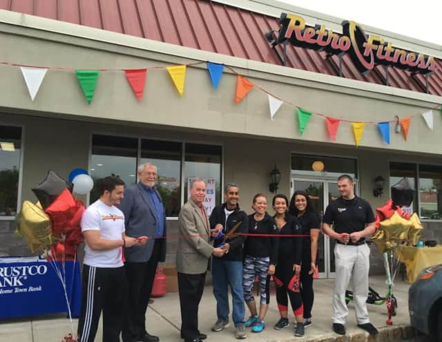 Retro Fitness owners, Jeanette and Kumar Aditya, cut the ribbon outside their new gym in Pomona alongside County Executive Ed Day and Roger Scheiber of the Rockland Business Association.