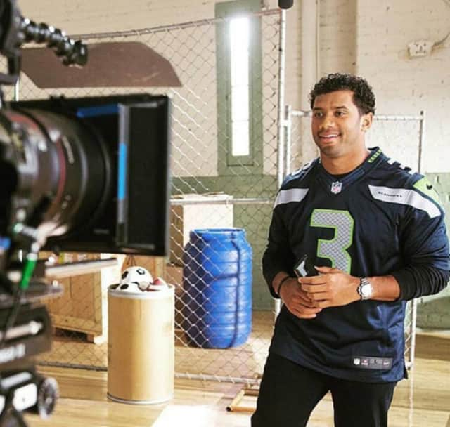 The Seattle Seahawks' Russell Wilson will host the 2016 Kids' Choice Awards.