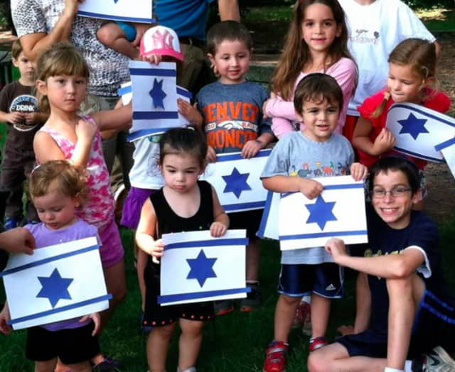 Shalom Baby of Northern New Jersey welcomes families with children ages 0-3 and their siblings for songs, crafts, stories and more.