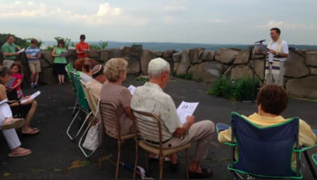 "Temple Beth El of Northern Valley will have an outdoor family-friendly ""Welcome Summer"" Shabbat service July 22 at State Line Lookout off the Palisades Parkway."