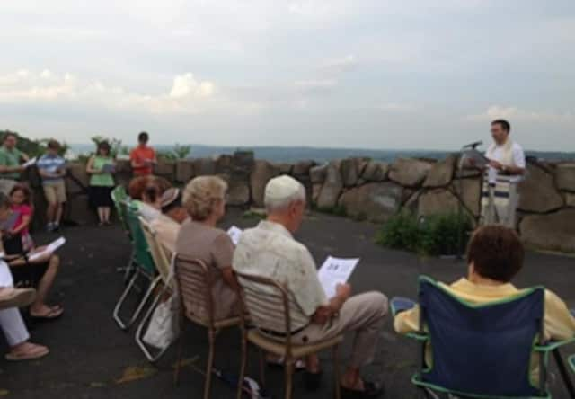 "Temple Emeth and Temple Beth El will host ""Prayers on the Palisades"" on Friday, July 22."