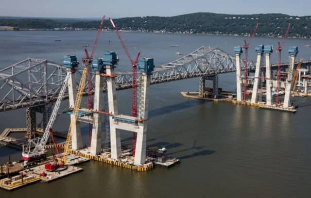 Construction on the new bridge, adjacent to the span of the Tappan Zee Bridge.