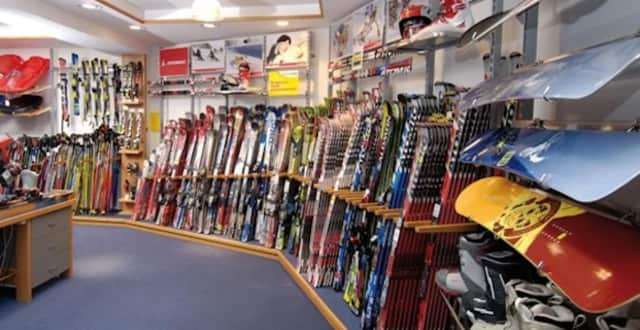 A Pearl River ski shop is closing after 48 years in business.