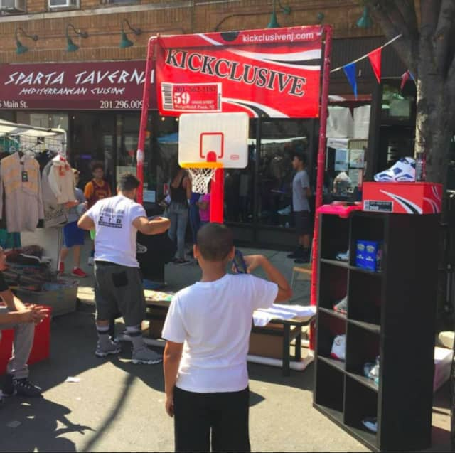 The street fair will offer a wide selection of foods, foods, jewelry and many other exciting items.