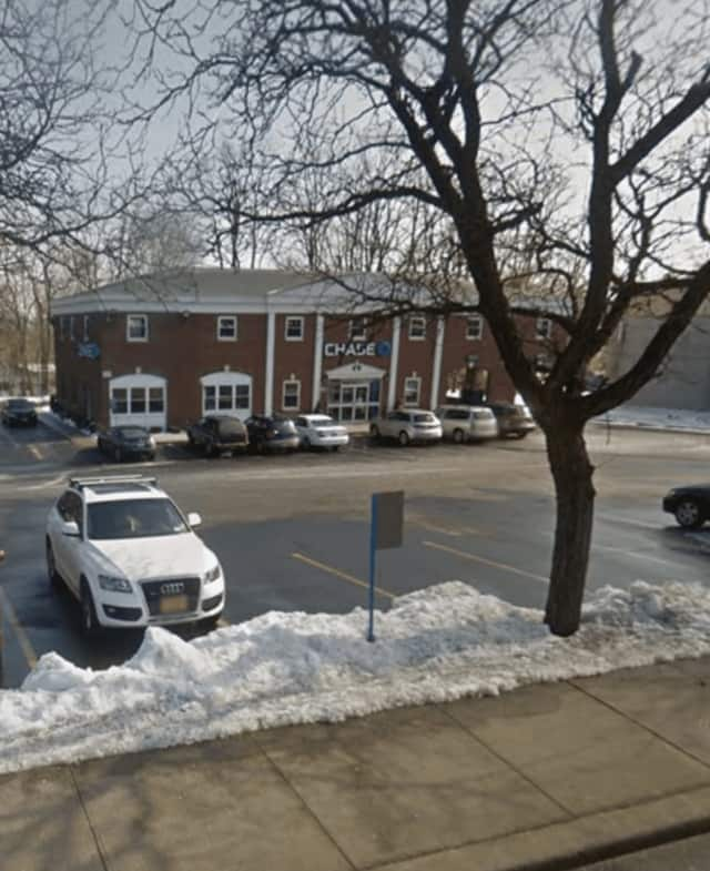 The Chase Bank on Route 9W in Haverstraw was robbed Monday just minutes before closing by a man who passed the teller a note demanding cash.