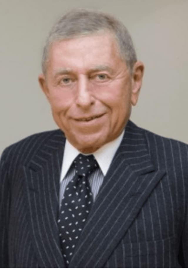 Ronald P. Stanton, a commodities trader, died Monday at his home in North Salem. He was 88.
