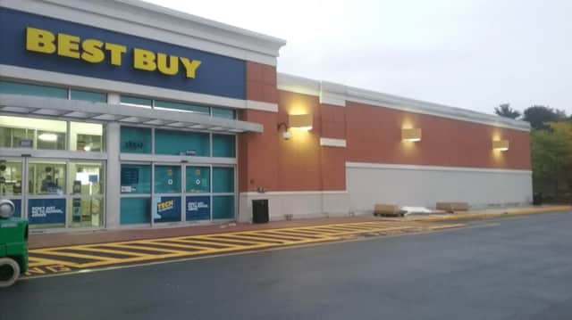 Best Buy will be moving from the Garden State Plaza next month.