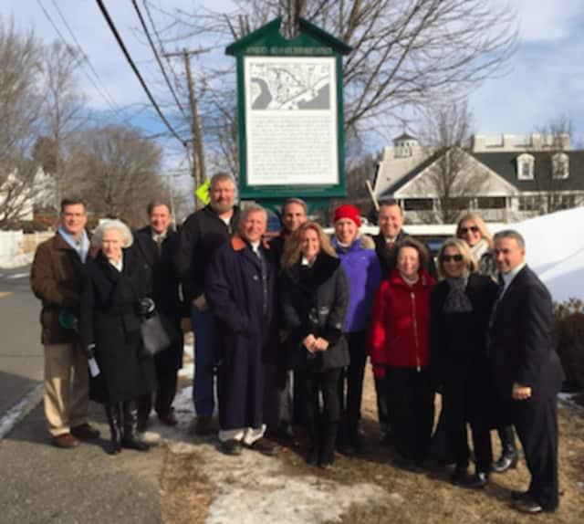 Greenwich Preservation Network Dedicates River Road-Mead Avenue Historic District Marker.