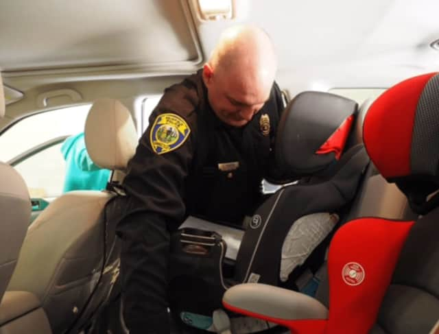 Fairfield police will host a child seat clinic on Saturday,, Jan. 28.