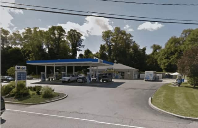 A fight broke out at the Mobil gas station after a phone sale went wrong.