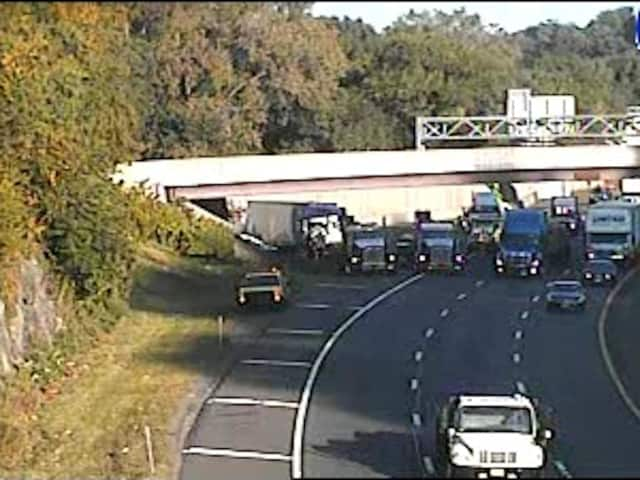 A tractor-trailer (far left) hit a bridge support between Exit 4 (Knollwood Road/Route 100A) and Exit 5 (Route 119) on I-287.