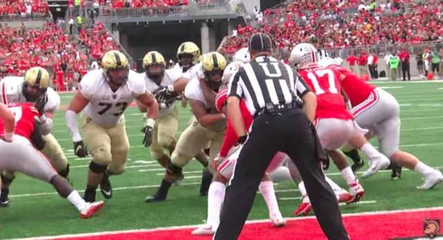 Darnell Woolfolk takes the handoff for Army's only touchdown against Ohio State.