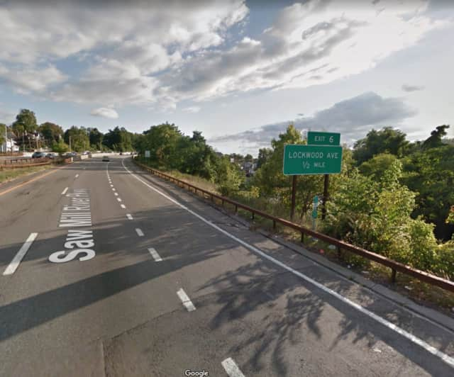 Exit 6 (Lockwood Avenue) on the Saw Mill River Parkway will be closed Friday afternoon and Monday morning in #Yonkers.