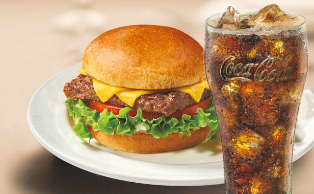 Friendly's in Elmwood Park is giving away free burgers with the purchase of a fountain drink from Dec. 18 to 24.