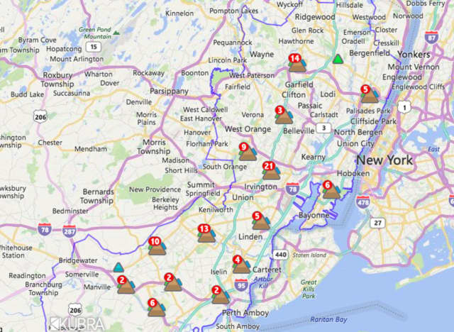 The PSE&G outage map shows several customers without power in North Jersey.