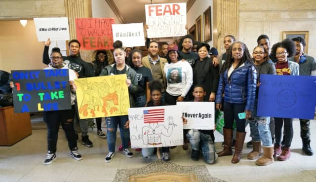 Mount Vernon Mayor Richard Thomas with students at the rally over the weekend.