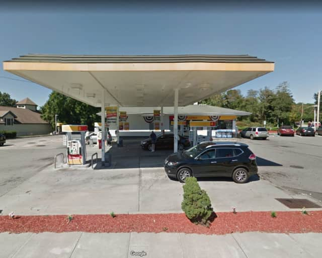 The chase began at the Shell gas station on East Main Street in Yorktown.