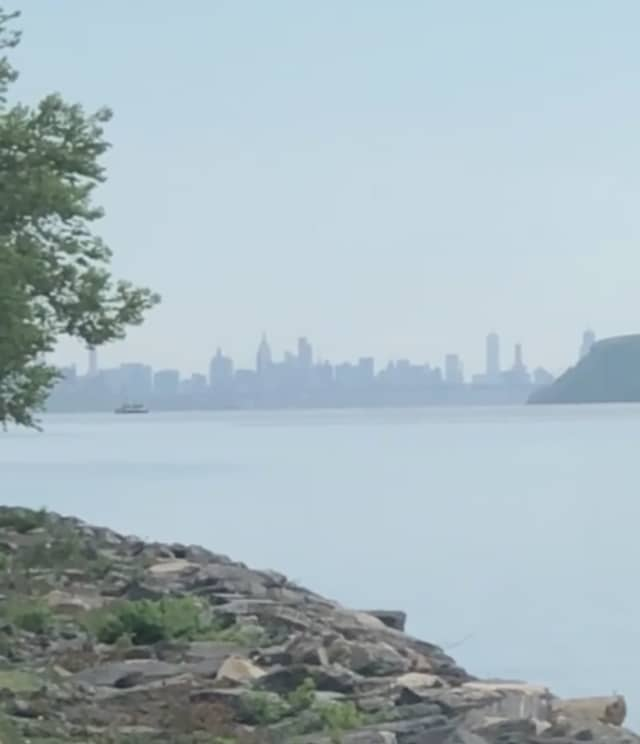A view of the Manhattan skyline from Scenic Hudson Park at Irvington.