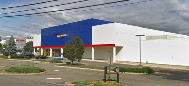 Big Lots is taking over the Toys R Us lease in Paramus.