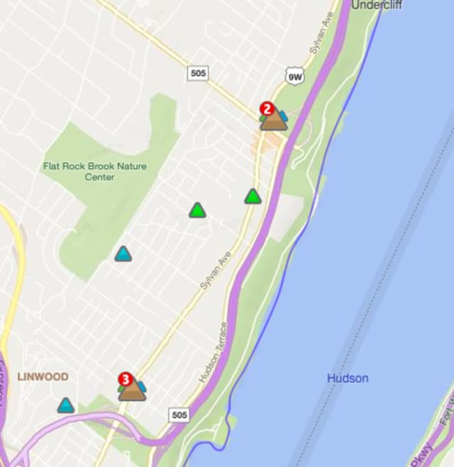 Hundreds without power in Englewood and Fort Lee, PSEG reports.