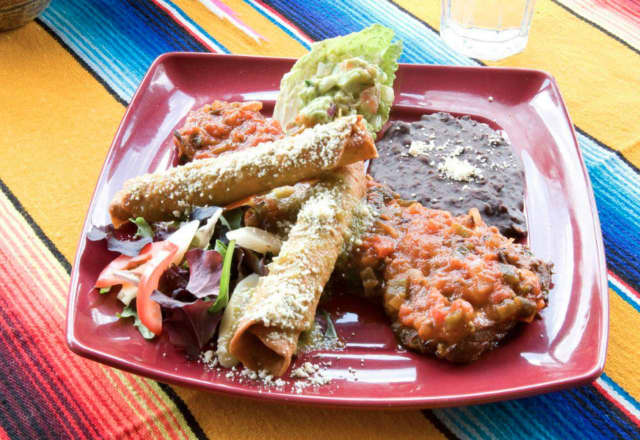 Arrachera Nortena served with tortillas, guacamole and refried beans