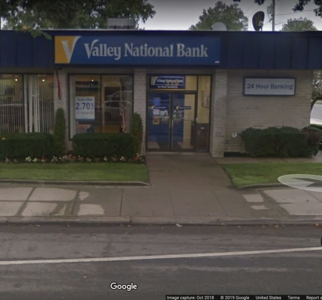 Valley National Bank in Garden City South.